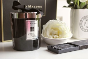 Jo Malone Intense Dark Amber and Ginger Lily Candle Review (2)